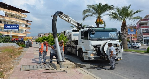 Alanya'da 2 bin yağmur suyu gideri temizlendi