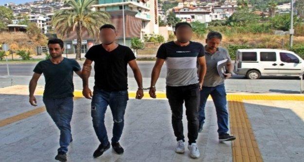 Alanya'da 2 kardeş 2 kilogram uyuşturucuyla yakalandı