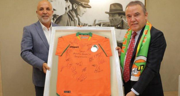 Alanyaspor'dan başkan Böcek'e ziyaret