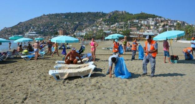 Büyükşehir Alanya'da plajları temizledi