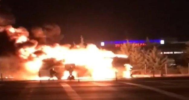 Faciadan dönüldü! Alanya otobüsü alev alev yandı