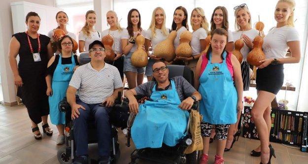 Finli güzeller Alanya Su Kabağı'nı engelli bireylerden öğrendi