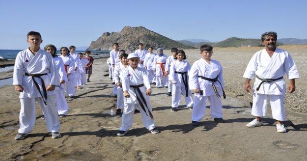 Gazipaşalı karatecilerden örnek davranış