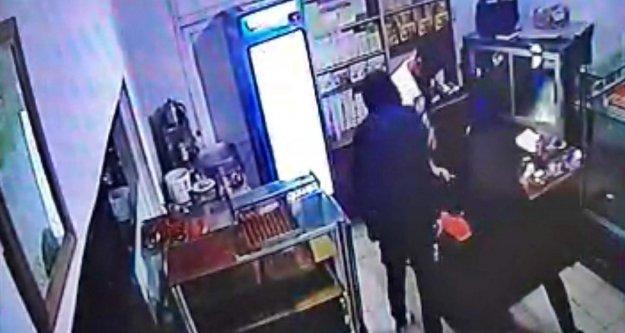 Alanya'da silahlı ve maskeli soygun kamerada