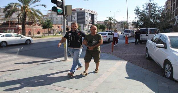 Alanya'da şüpheli araçta uyuşturucu çıktı