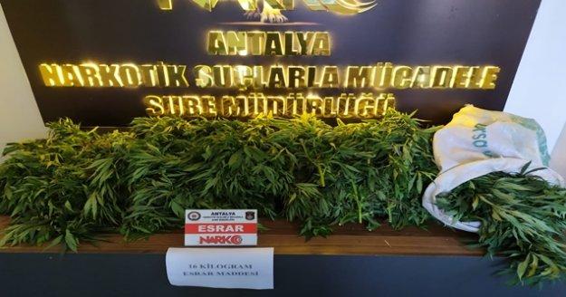 Araçta uyuşturucu madde ele geçirildi