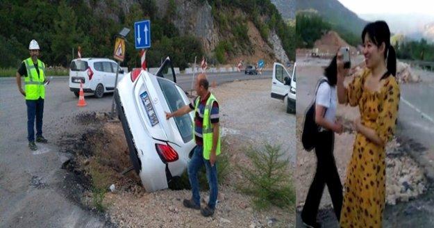 Çinli turistler kaza yaptı, bol bol fotoğraf çekip eğlendi