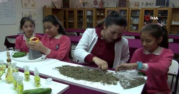 Öğrenciler salatalıktan ürettikleri kokuyu Alanya'da tanıtacaklar