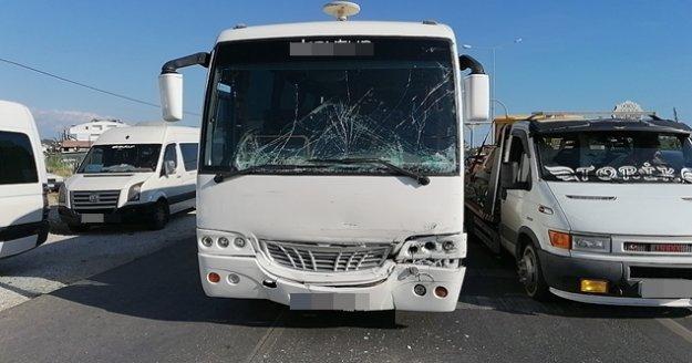 Tur midibüsü tur otobüsüne arkadan çarptı : 6 yaralı