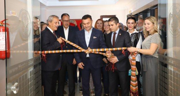 Alanya'da barış sergisi açıldı