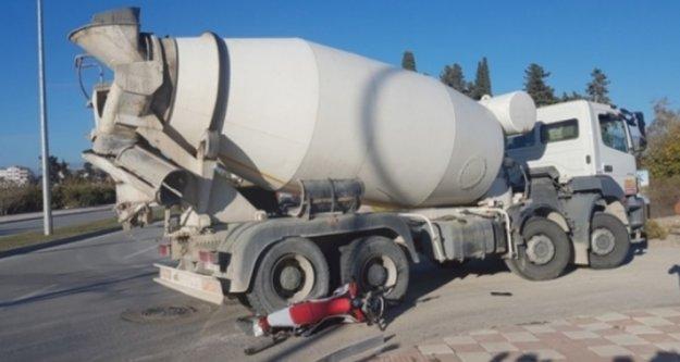 Alanya'da beton mikseri çarpan sürücü ağır yaralandı