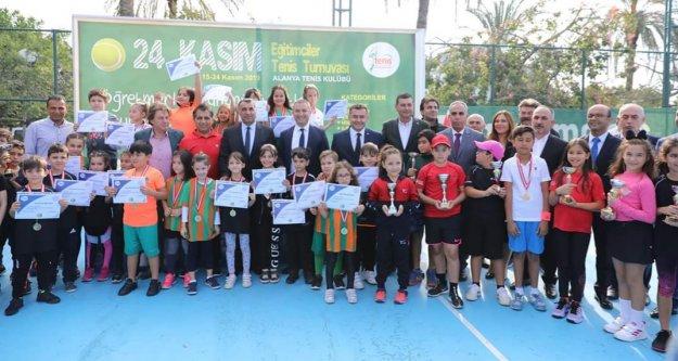 Alanya'da eğitimcileri buluşturan turnuva