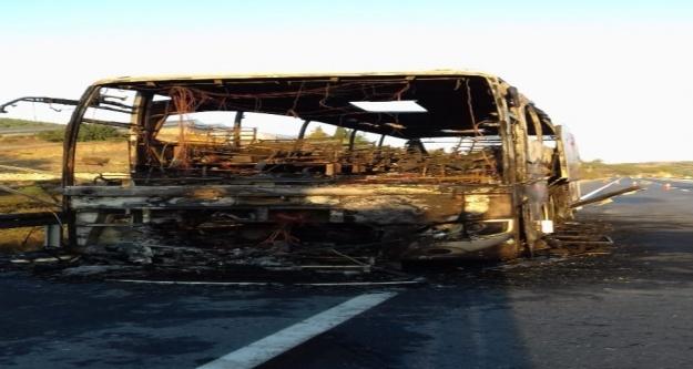Alanya'da şehirlerarası otobüs cayır cayır yandı