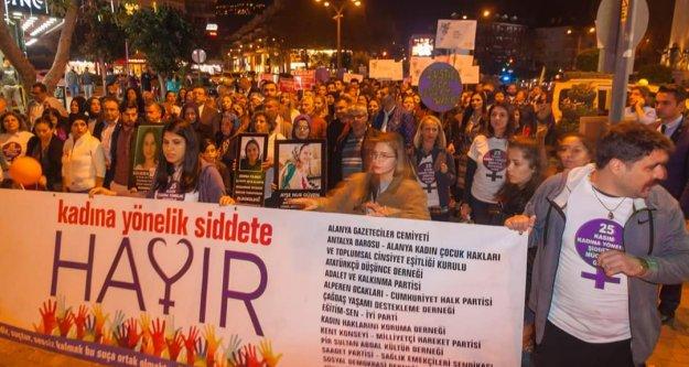 Alanya kadına şiddete karşı birleşip yürüdü