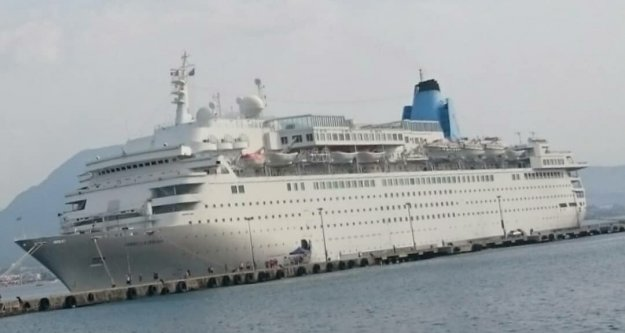 Dev yolcu gemisi Alanya Limanı'na demir attı