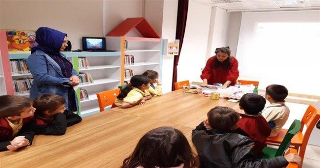 Hacıkura Kütüphane'nde öğrencilere çevre brifingi