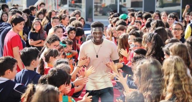 Öğrencilerden lider Alanyaspor'a sevgi seli