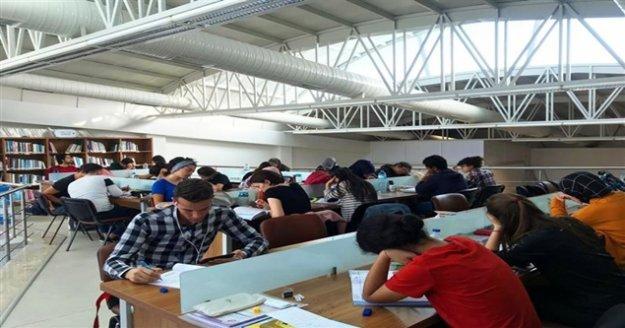 Öğrnciler Hacıkura Kütüphanesinde geleceğine hazırlanıyor
