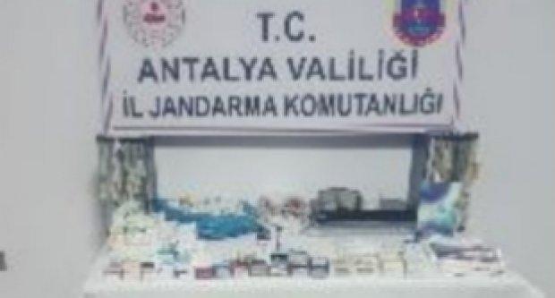 Para karşılığı uyuşturucu satan ve turistlere sahte rapor düzenleyen doktor yakalandı