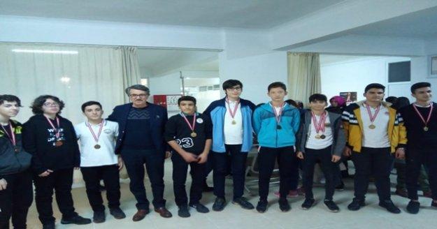 Alanyalı öğrenciler Satranç turnuvasında yarıştılar