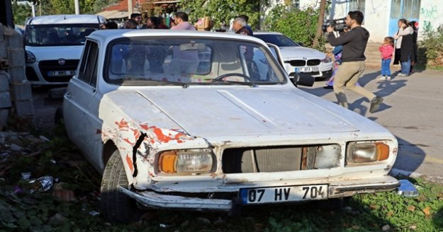 Çaldığı eski model araçla trafiği birbirine kattı, saklandığı evden ağlayarak çıktı