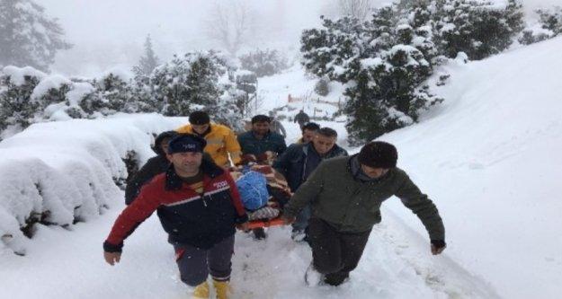 Kar sebebiyle evinde mahsur kalan hasta böyle kurtarıldı
