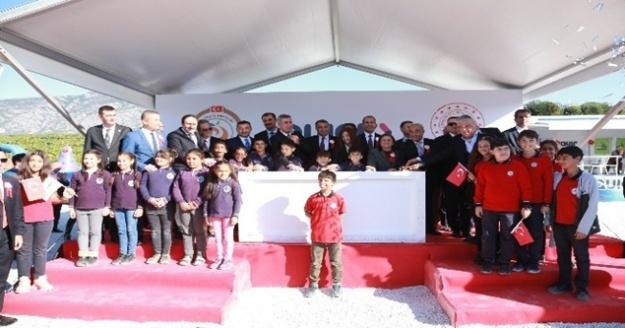 Alanya'da 32 derslikli okulun temeli atıldı