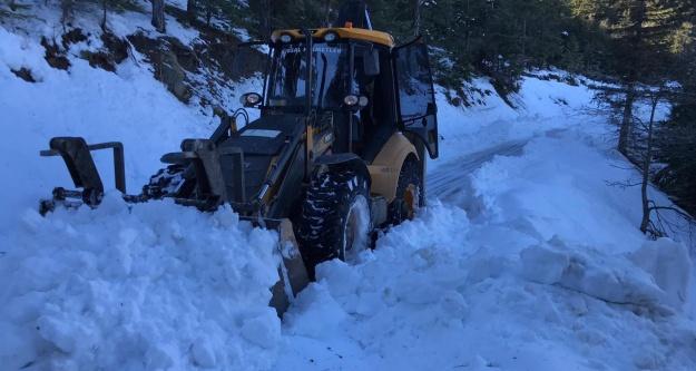 Alanya'da karın kapattığı o yol açıldı