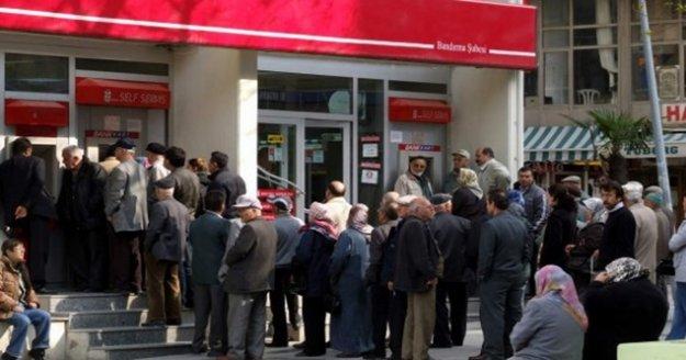 """Bakan Selçuk; 'Emeklilerimize maaş farklarını bugün itibarıyla ödemeye başladık"""""""