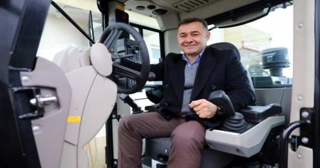 Başkan Yücel Demirtaş'a 3 iş makine tahsis etti