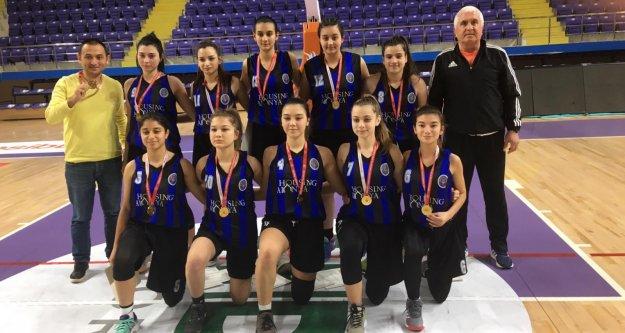 Alanya Lisesi'nin kızları Türkiye'de ilk 20'de