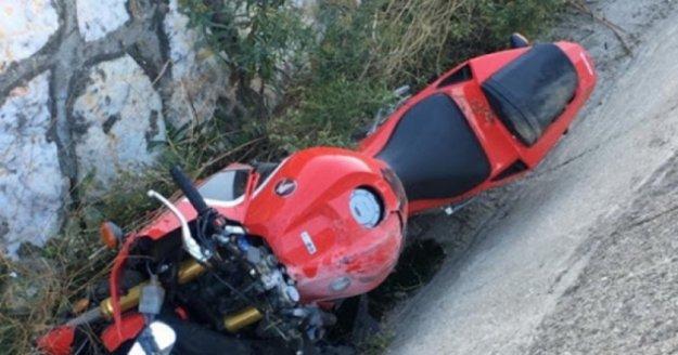 Alanya'da kaldırıma çarpan motosiklet sürücüsü yaralandı