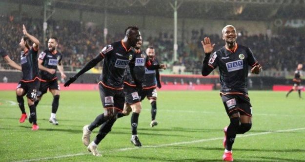 Alanyaspor Galatasaray'a karşı jeneriklik 2 golle avantajı kaptı