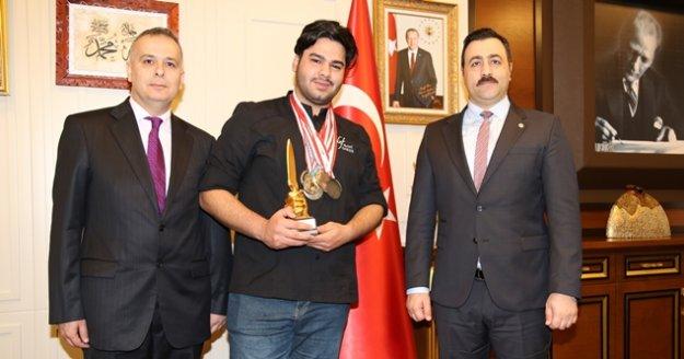 ALKÜ'lü öğrenci 4 yarışmadan 8 madalya ve bir kupayla döndü