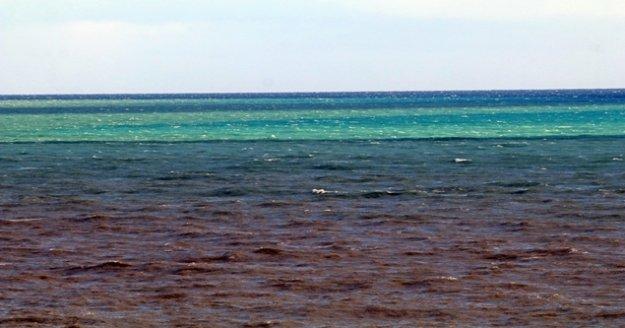 Fırtına, Antalya Körfezi'ni 3 ayrı renge bürüdü