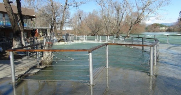 Su seviyesi yükseldi, tesisler su altında kaldı