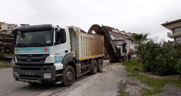 Alanya Belediyesi Korona Virüs mücadelesinde plânlı alt yapı işlerini aksatmıyor
