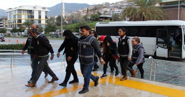 Alanya'da fuhuşa teşvik eden 3'ü yabancı 10 kişi hakim karşısında!