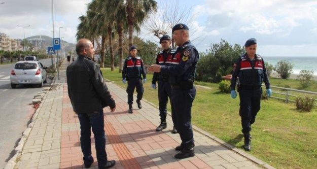 Alanya'da jandarmadan 5 dilde korona uyarısı
