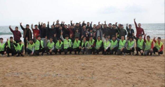 Alanya'da ülkücüler plaj temizledi