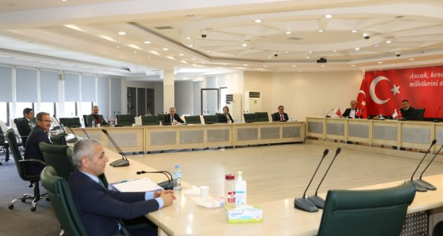 Başkan Yücel'den encümen üyeleriyle korona tedbiri