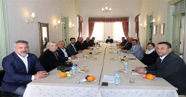 Başkan Yücel'den Oda Başkanlarıyla 'Korona' toplantısı