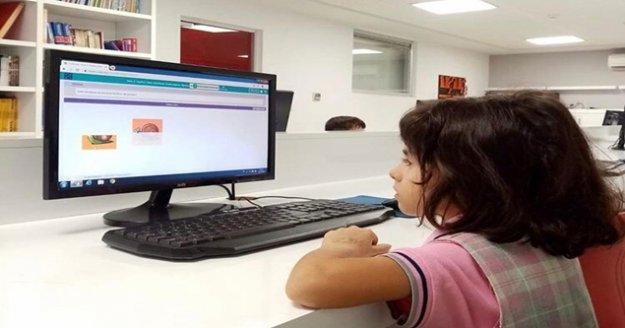 """Okullarda 'online"""" eğitim hazırlıkları"""