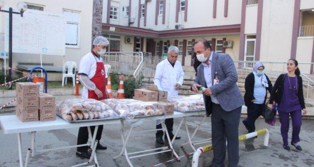 Taze Ak Partili bayan vekilden sağlık çalışanlarına kahvaltı ikramı
