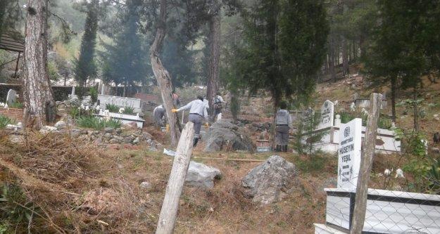 Alanya'da mezarlıklarda koronavirüs önlemi