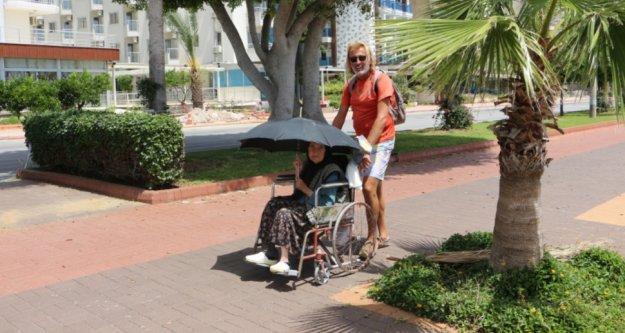 Alanya'da yaşlıları korona değil sıcaklık eve hapsetti