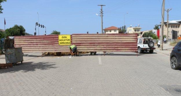 Gazipaşa'da 'Özel Mülküm' diyerek 3'lü kavşağı trafiğe kapattı