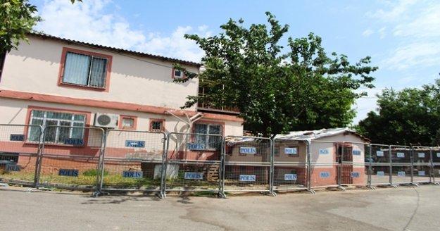 3 kişinin korona virüs testleri pozitif çıkınca, 25 kişinin yaşadığı 4 müstakil ev karantinaya alındı