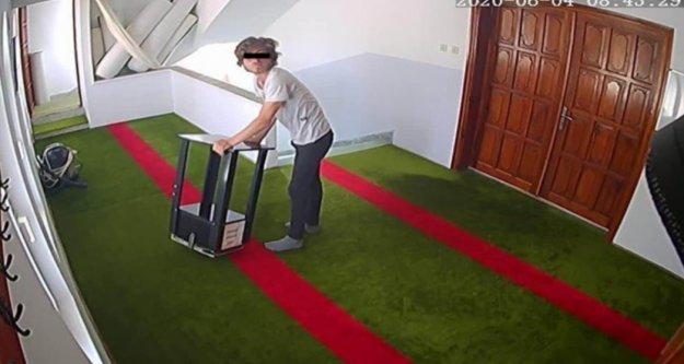 Alanya'da camiden sadaka kutusunu çalarken kameraya böyle yakalandı