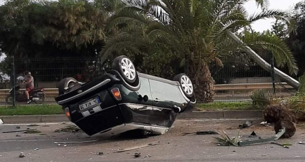 Alanya'da kadın sürücünün kullandığı araç takla attı